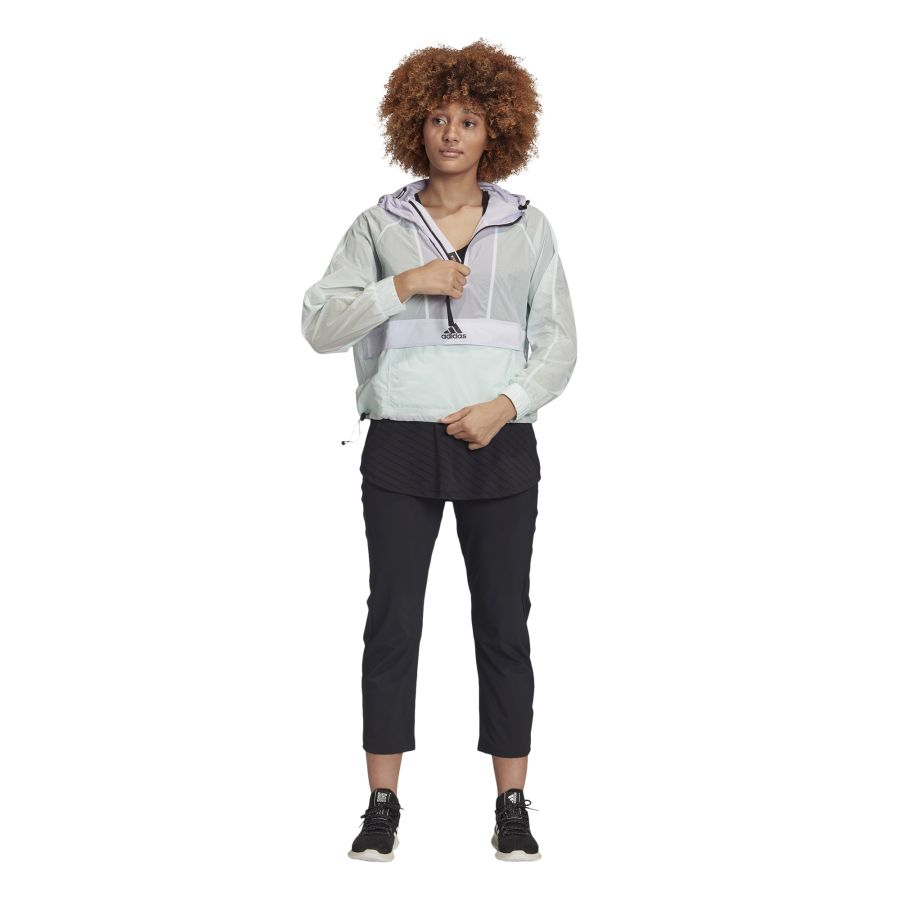 FI0585_APP_on-model_standard-outfit_whiteyRkTb8793zmU4