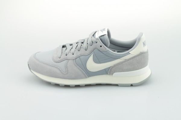 Wmns Internationalist (Wolf Grey / Summit White - Summit White - Sail)