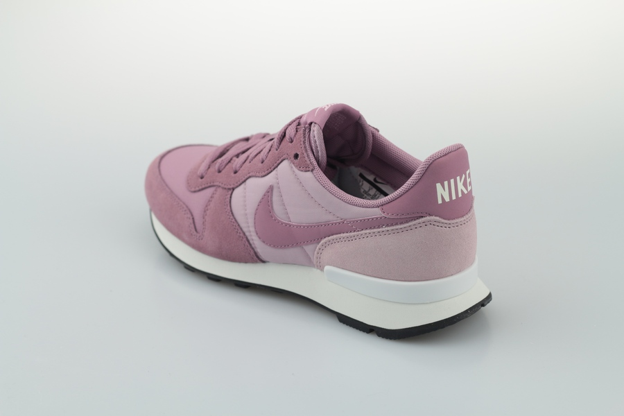nike-wmns-internationalist-828407-501-plum-dust-plum-chalk-black-3