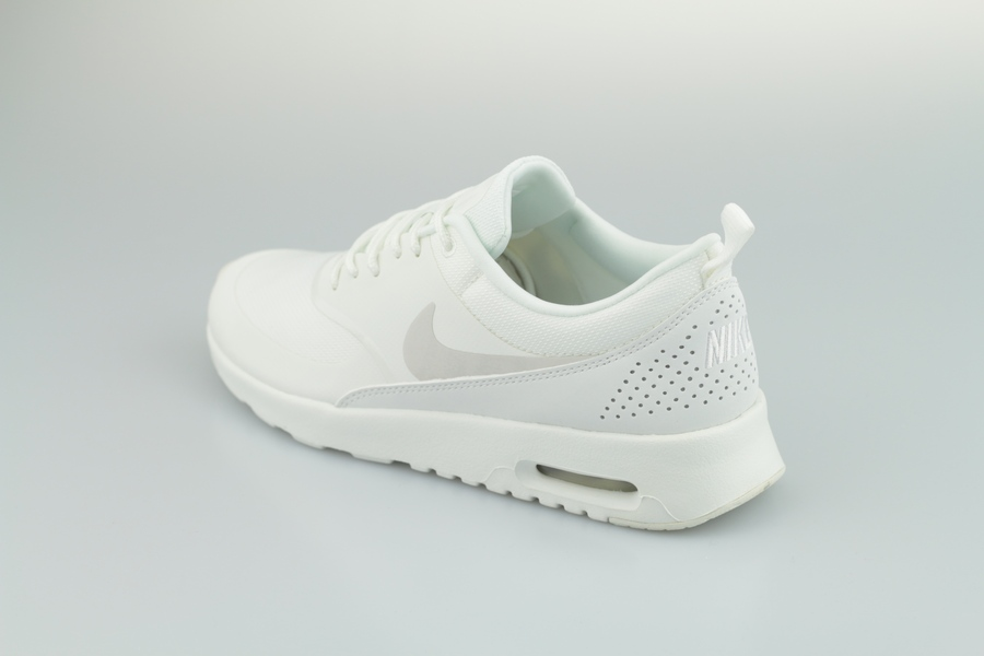 nike-wmns-air-max-thea-599409-114-summit-white-pure-platinum-3