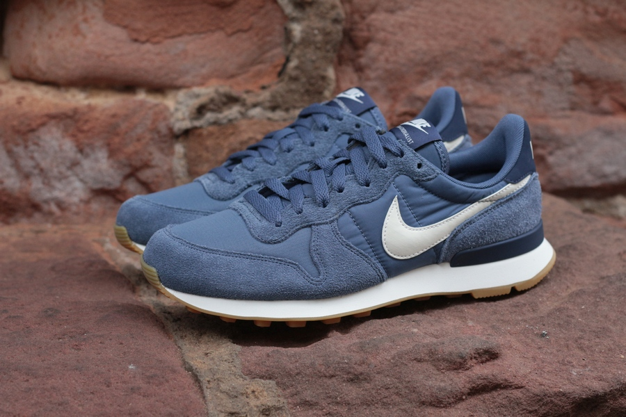 nike-wmns-internationalist-828407-412-diffused-blue-summit-white-blau-5