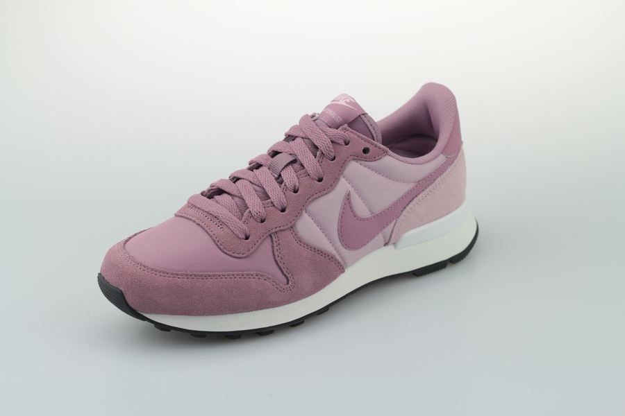 nike-wmns-internationalist-828407-501-plum-dust-plum-chalk-black-2