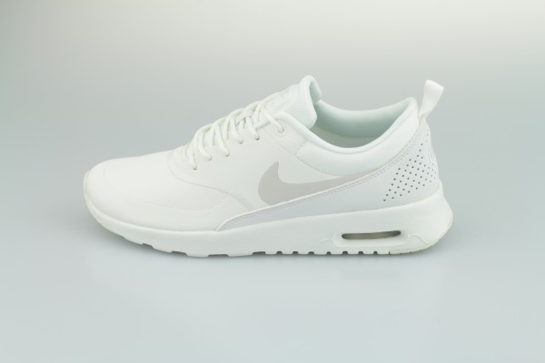 Wmns Air Max Thea (Summit White / Pure Platinum)