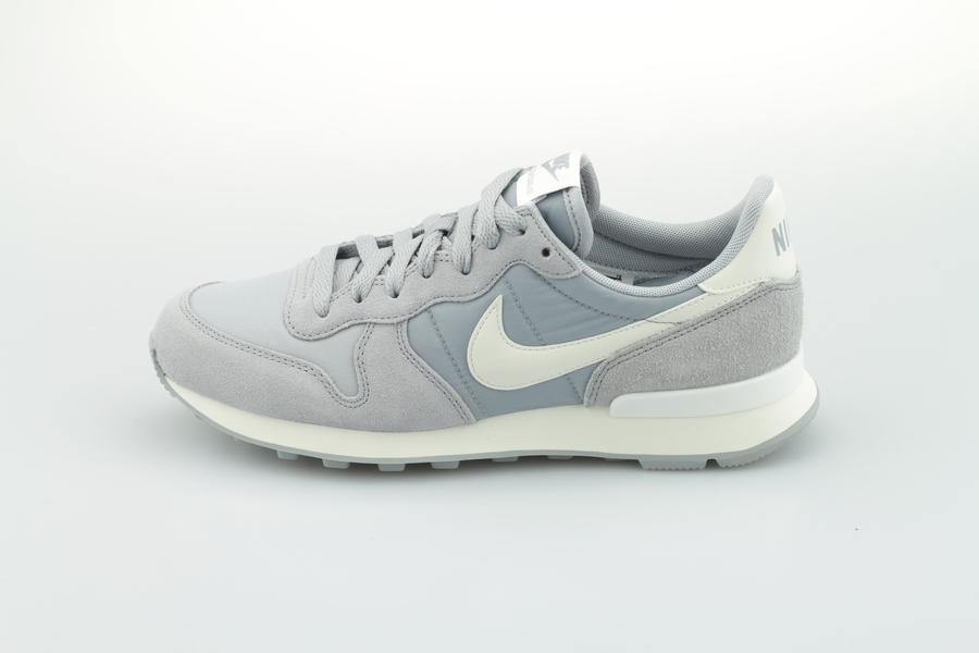 nike-wmns-internationalist-828407-023-wolf-grey-summit-white-sail-1ZdnTkz73DpFcO