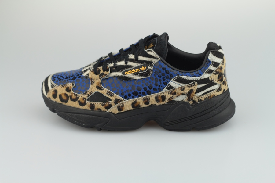 adidas-falcon-out-loud-pack-f37016-off-white-core-black-bright-gold-leopard-1TsITxhRrJqHNN