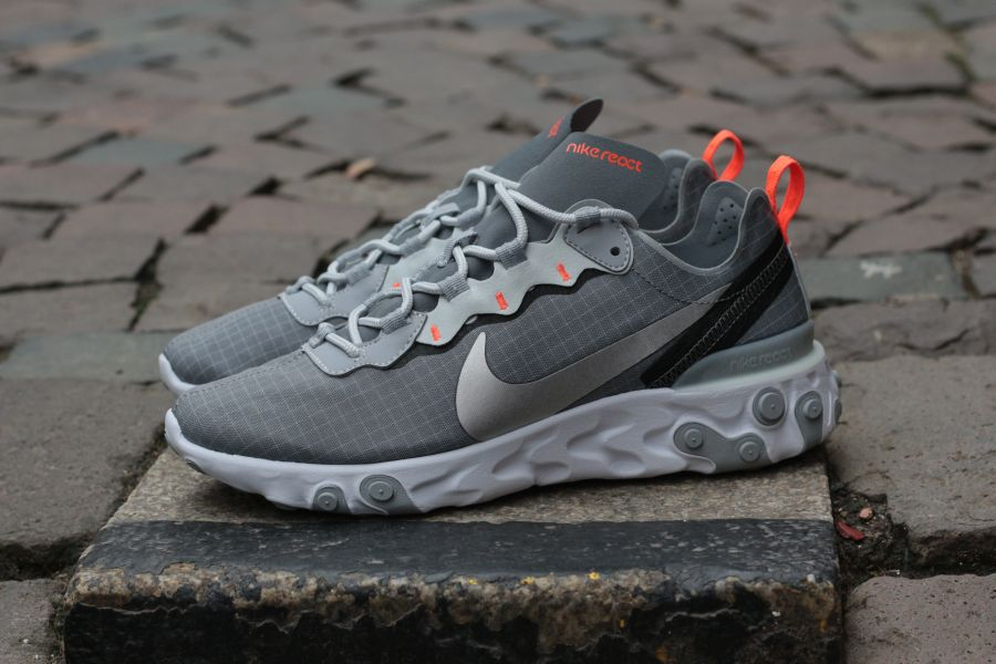 nike-react-element-55-cd1503-001-cool-grey-metallic-silver-hyper-grimson-5