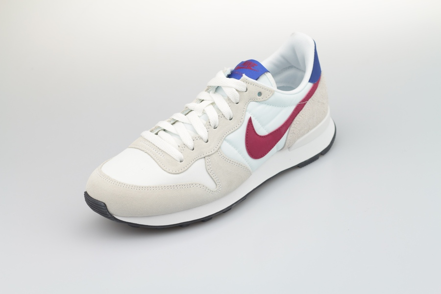 nike-wmns-internationalist-828407-105-summit-white-noble-red-hyper-blue-black-25C3rnFTbSVH85