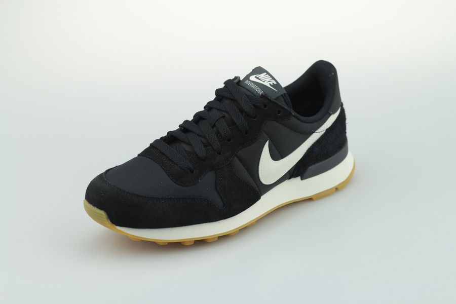 nike-wmns-internationalist-828407-021-black-summit-white-sail-2