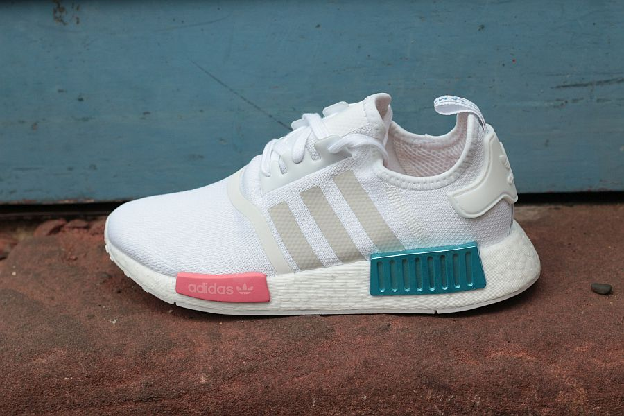 Adidas-NMD-Weiss-Blau-Rot-outside-900