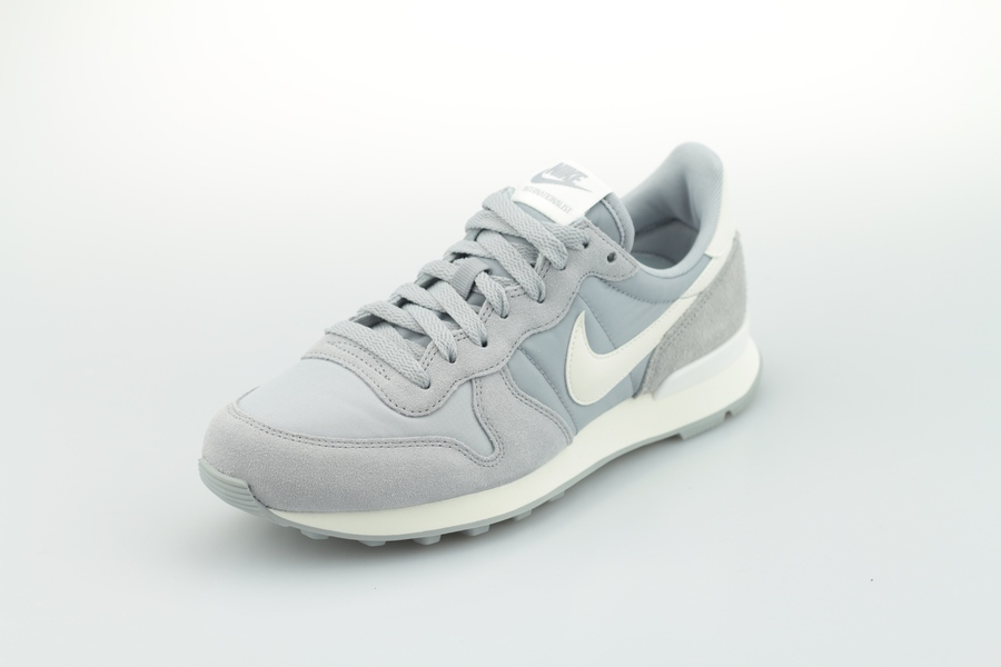 nike-wmns-internationalist-828407-023-wolf-grey-summit-white-sail-20Dr3M7H04PcnC