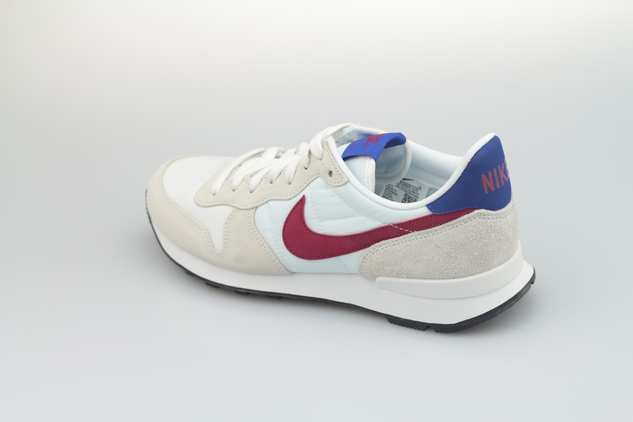nike-wmns-internationalist-828407-105-summit-white-noble-red-hyper-blue-black-3jNO2YAcSN3D2f
