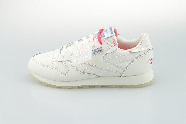 "Classic Leather ""It's a Womens World"" (White / Chalk / None)"