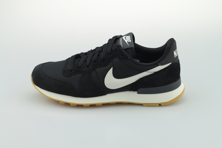 nike-wmns-internationalist-828407-021-black-summit-white-sail-1