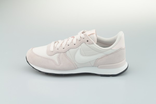 Wmns Internationalist (Light Soft Pink / Summit White - Black)