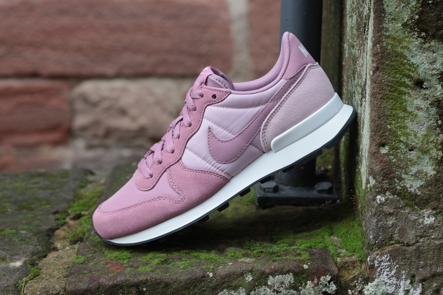 nike-wmns-internationalist-828407-501-plum-dust-plum-chalk-black-5