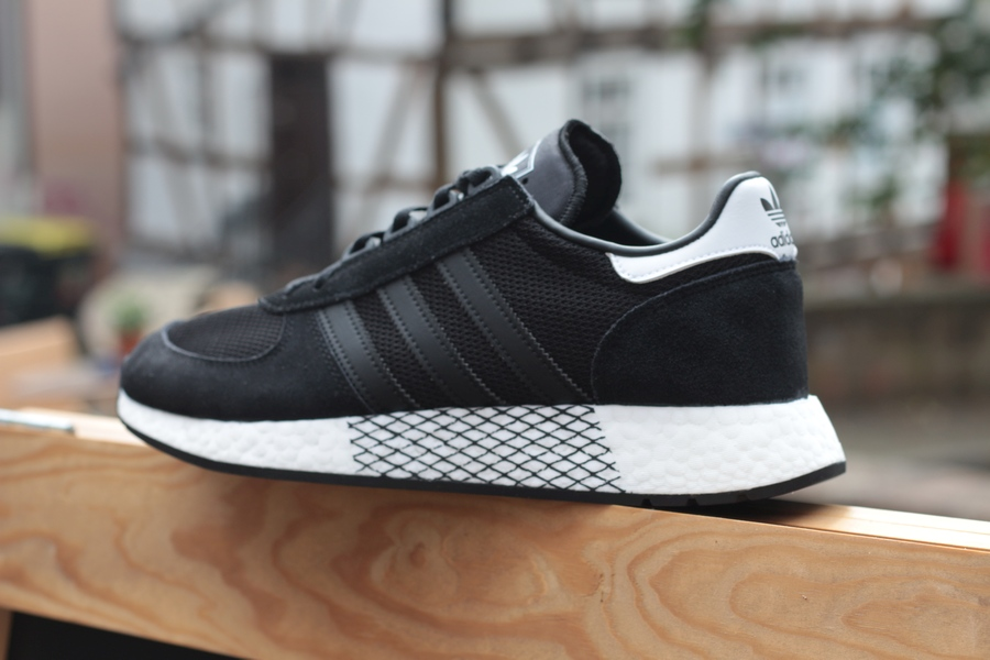 adidas-marathon-tech-ee4924-core-black-cloud-white-6