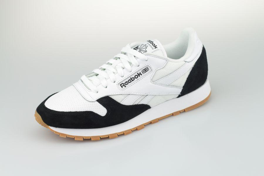 Reebok-Classic-Black-White-900-2