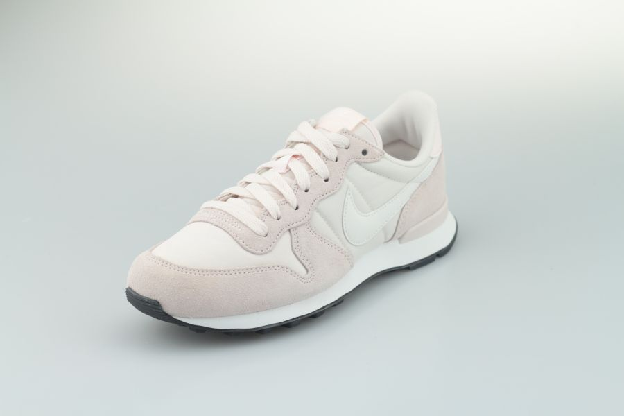 nike-wmns-internationalist-828407-618-light-soft-pink-summit-white-black-2kNX7O1d8qZfjD