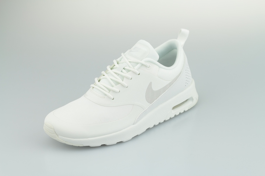 nike-wmns-air-max-thea-599409-114-summit-white-pure-platinum-2