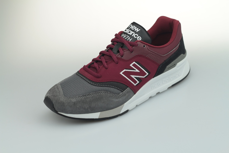 new-balance-997h-el-774451-6018-burgundy-black-25z4CaRojUndM4