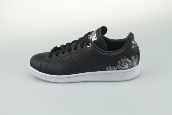 Stan Smith W (Core Black / Core Black / Silver Metallic)
