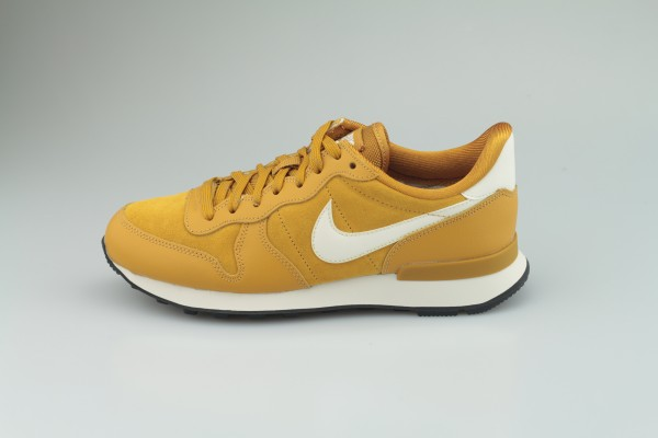 Wmns Internationalist SE (Gold Suede / Phantom - Black)