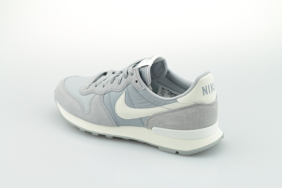 nike-wmns-internationalist-828407-023-wolf-grey-summit-white-sail-3tMqnowK2cVnDn