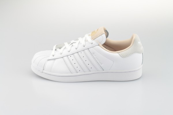 "Superstar ""Home of Classics"" (Footwear White / Footwear White / Crystal White)"