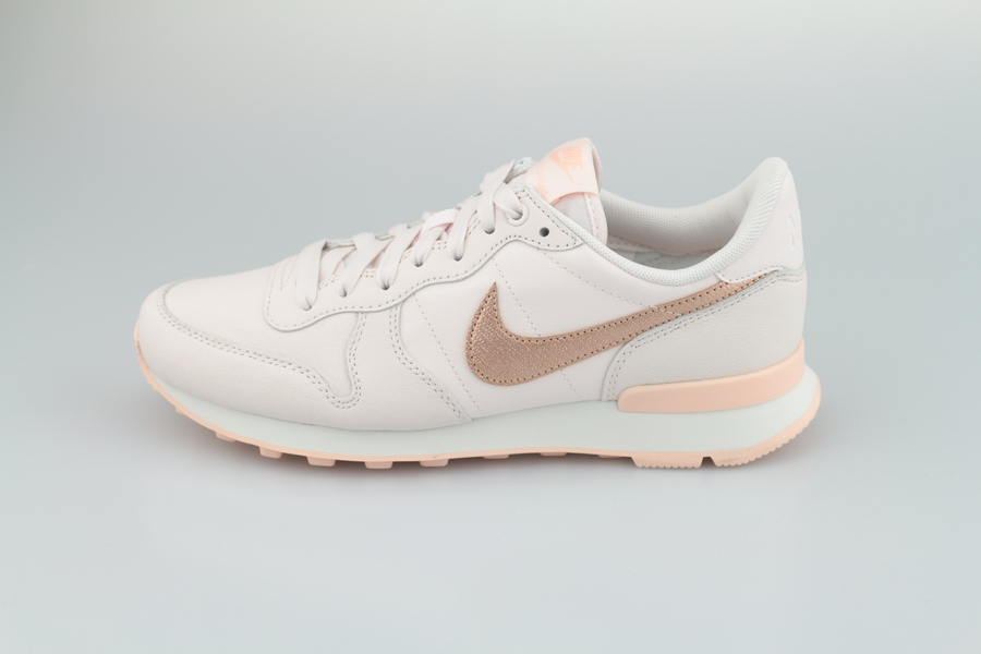 nike-wmns-internationalist-prm-828404-604-light-soft-pink-metallic-red-bronze-1