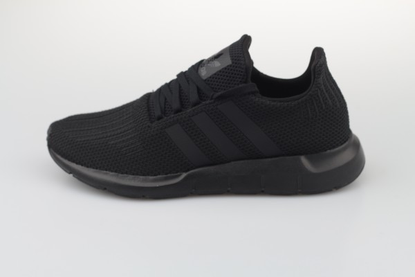 Swift Run (Core Black / Core Black / Footwear White)