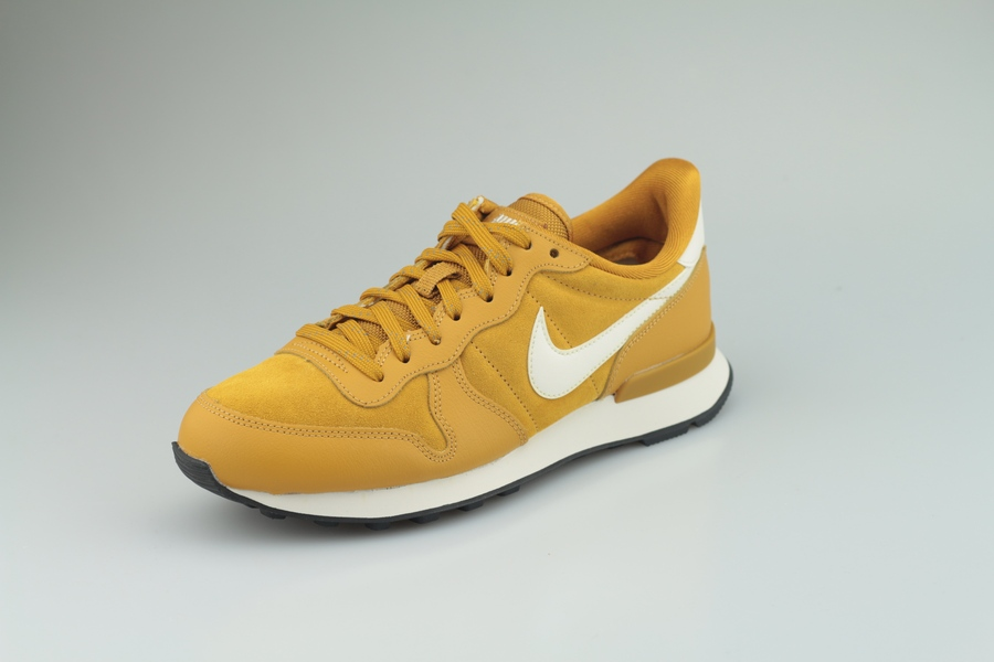 nike-wmns-internationalist-se-872922-700-gold-suede-phantom-black-2
